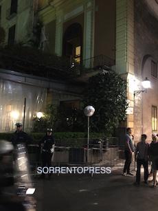 Paura: cadono calcinacci in piazza Tasso – video –