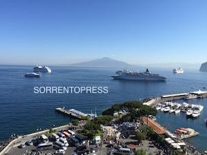 Crociere a Sorrento, meno navi ma più passeggeri in città