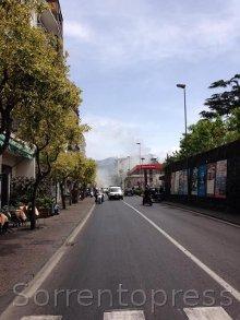 Auto in fiamme sul corso Italia