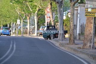 motocarri-marciapiede-vie-dei-platani