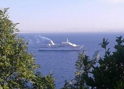 Scia di fumo dalla nave: Rischio inquinamento?