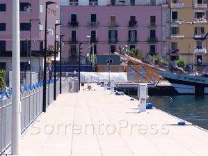 Superyacht nel centro di Castellammare