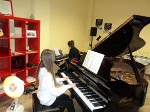 Giovani musicisti all'hotel Aequa