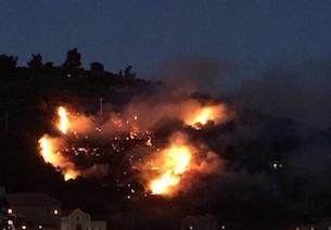 Paura per un incendio a Marina del Cantone