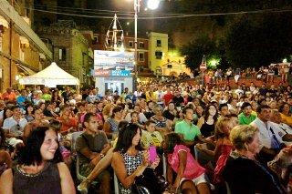 Happening gioioso: folla e applausi per Marina Piccola