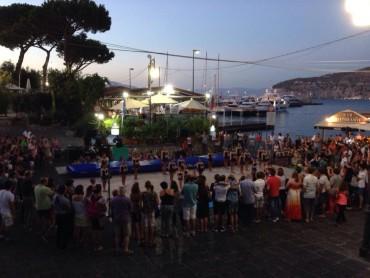 """Musica, ginnastica e balli a Marina Piccola per l'evento """"Tramonti d'aMare"""""""
