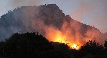 Incendi a Massa Lubrense, le fiamme minacciano le case