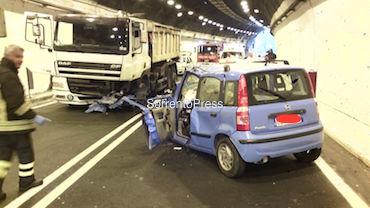 Incidente nella galleria Seiano-Pozzano, ragazza ferita gravemente