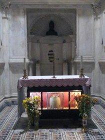 La diocesi offre l'olio per la tomba di San Gennaro