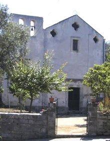 Rubato l'intero pavimento della chiesa di Metrano