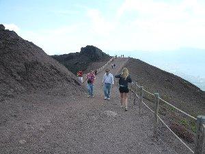 Vesuvio difficilmente accessibile, protestano i tour operator