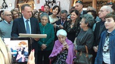 Grande festa per i cento anni di nonna Maria D'Esposito