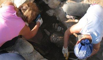 Metanizzazione: Ritrovati antichi reperti, ma i lavori proseguono
