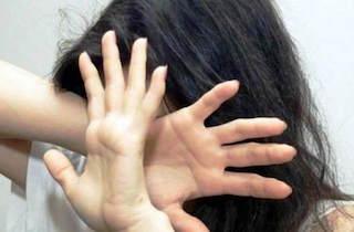 Turista stuprata in hotel a Meta, pene dimezzate in appello