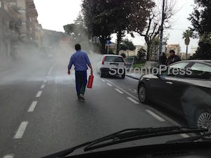 Auto in fiamme a Sorrento