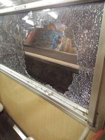 Ancora pietre contro un treno diretto a Sorrento, paura a bordo