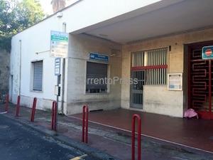 Stazione di Sorrento, locale fittato da un anno ma niente servizi