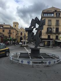 Nelle piazze di Sorrento le sculture dei maestri del Novecento