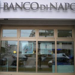 """Tentano di rapinare banca a Vico Equense, ma non ci sono soldi: """"Grazie e buona giornata"""""""