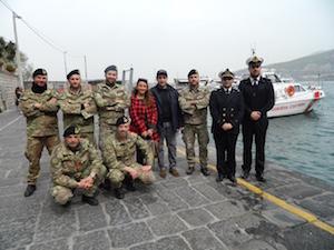 I sub della Guardia Costiera ripuliscono i fondali del porto di Sorrento