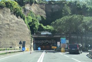 tunnel-seiano-pozzano-chiuso