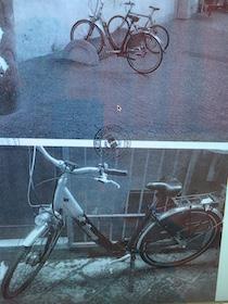 Bicicletta abbandonata sul corso, i vigili cercano il proprietario