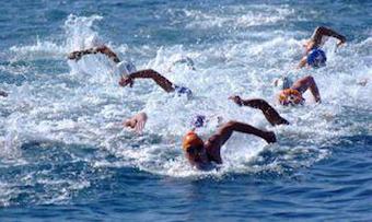 Nel golfo torna la Capri-Napoli di nuoto