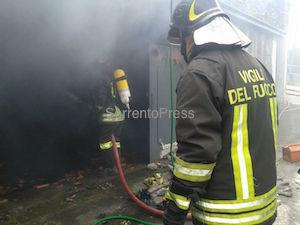 Incendio in un box di Arola, muore un maialino