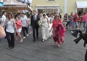 Sfilata di vip a Capri per le nozze della figlia di De Sica