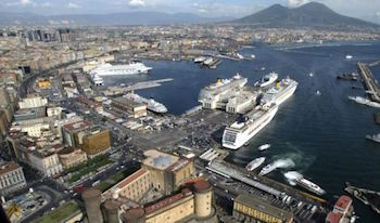 Vie del mare, al porto di Napoli bus per stazione ed aeroporto
