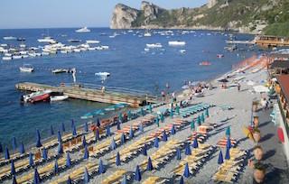 Il sindaco di Massa Lubrense chiude le spiagge libere, è polemica