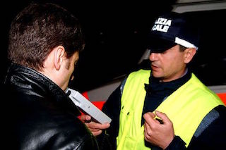 Controlli della Polstrada contro la guida in stato di ebbrezza o sotto l'effetto di droghe