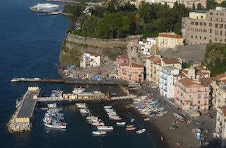Abusi edilizi a Sorrento, denunciato anche dirigente comunale