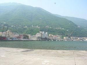 Tenta il suicidio nel porto di Castellammare, salvato da Guardia Costiera
