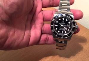 Perde il Rolex nel taxi, ritrovato e restituito dall'autista