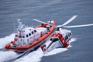 Viola il divieto di navigazione a Punta Campanella, denunciato
