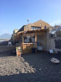 Mini appartamenti ed un bar abusivi sulla spiaggia, sequestrati