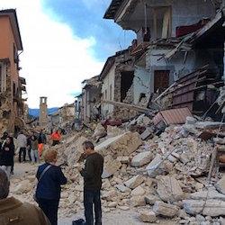 Terremoto, aiuti anche da Vico Equense e Massa Lubrense