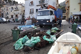 Bonifica di Marina Grande, raccolte 7 tonnellate di rifiuti