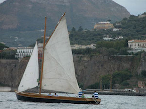 Torna la regata velica di barche d'epoca del Trofeo De Martino