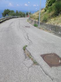 Crepe nell'asfalto, timori di nuove frane a Sorrento
