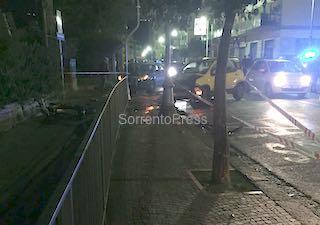 Drammatico incidente in via degli Aranci, 2 ragazzi feriti