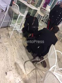 Aggredito da turista ubriaco in piazza Lauro, encomio per un agente