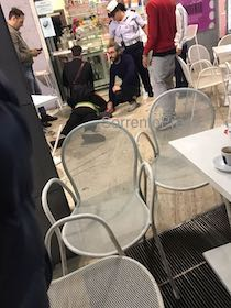 Rissa tra stranieri in piazza Lauro, aggredito un agente – foto –