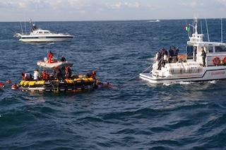 Esercitazione nel Golfo di Napoli per l'ammaraggio di un aereo