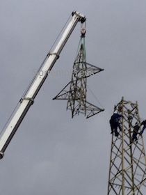 Continua la demolizione dei tralicci a Sorrento – video –