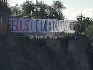 """Protesta in via Fontanelle: """"Isolati e dimenticati"""""""