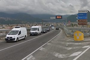 """Troppa pioggia, riapre in ritardo il viadotto della """"Sorrentina"""""""