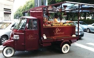 Al Centro Direzionale di Napoli l'International Street Food