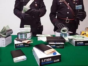 In auto con 136mila euro falsi, arrestato – foto –